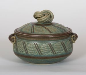"Linda Sheard ""2 Quart Casserole"" Stoneware Clay"